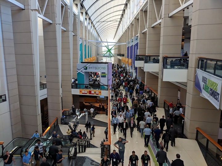 Crowds at IMTS 2018 [Image: Fabbaloo]