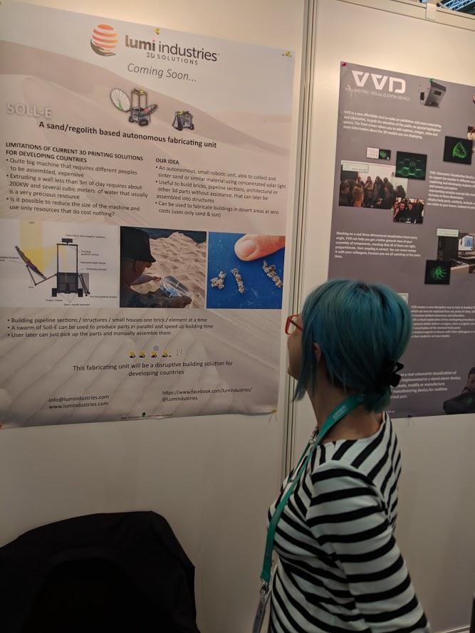 Manuela Pipino examines the SOLL-E concept at formnext 2018 [Image: Fabbaloo]