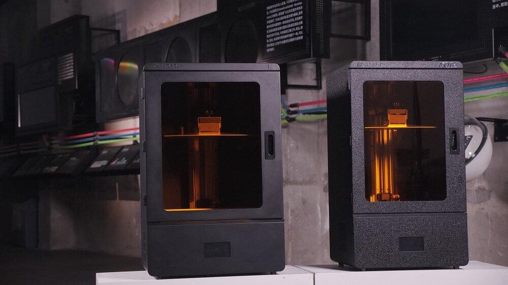 The Phenom L (left) and Phenom Noir 3D printers [Image: Peopoly]