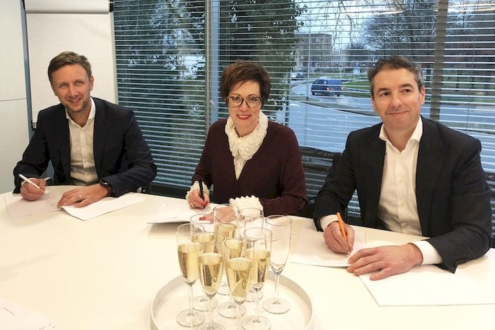 Additive Industries signing deal with partners [Source: Daan A.J. Kersten]