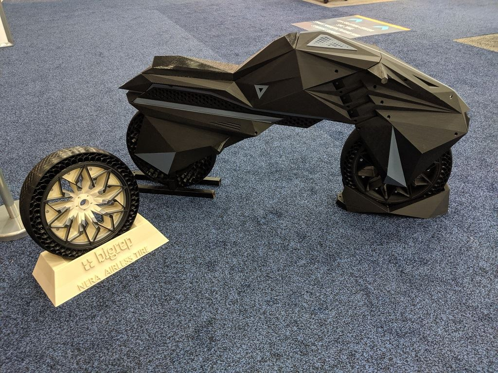 The NERA motorbike and its airless tire [Image: Fabbaloo]