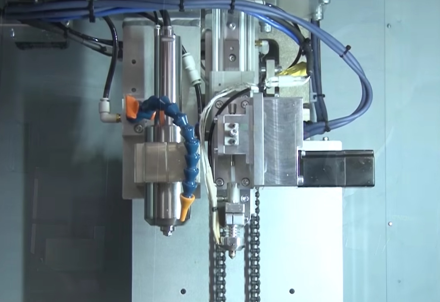 ENOMOTO's hybrid industrial CNC mill and 3D printhead