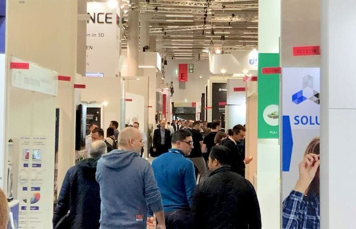A look down one of dozens of large aisles at Formnext 2019 [Source: Fabbaloo]