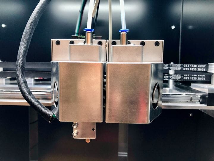 The revolving extruder on the FL300 3D printer (cover on) [Source: Fabbaloo]