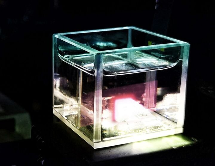 Some type of volumetric 3D printing happening in a resin vat [Source: Xolo]
