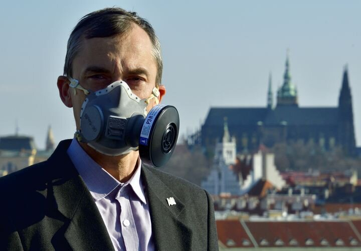 Using the certified 3D printable RP95-3D respirator [Source: CIIRC]