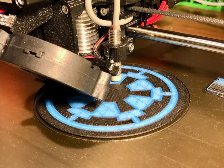 A happy Prusa MMU2S 3D printing a multicolor object without error [Source: Fabbaloo]