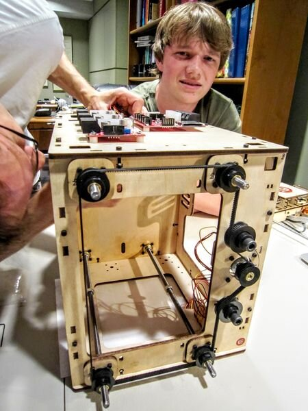 Struggling through a tricky 3D printer build [Source: Fabbaloo]
