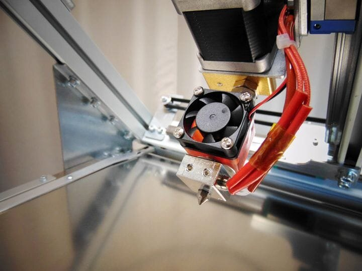 Hot end of the Silver Belt 3D printer; note the 45 degree angle [Source: Robot Factory]