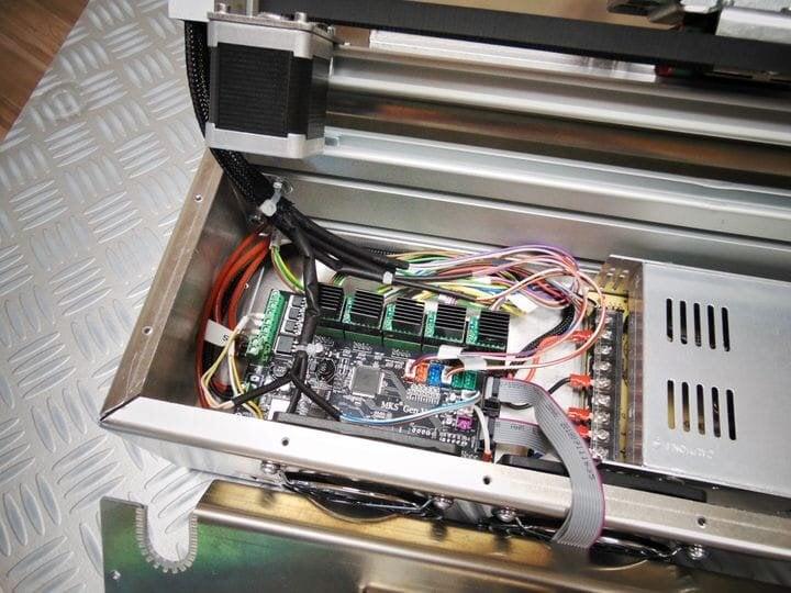 Electronics package inside the Silver Belt 3D printer [Source: Robot Factory]