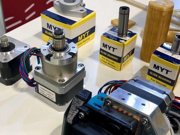 3D printer motors and bearings by Runice [Soruce: Fabbaloo]