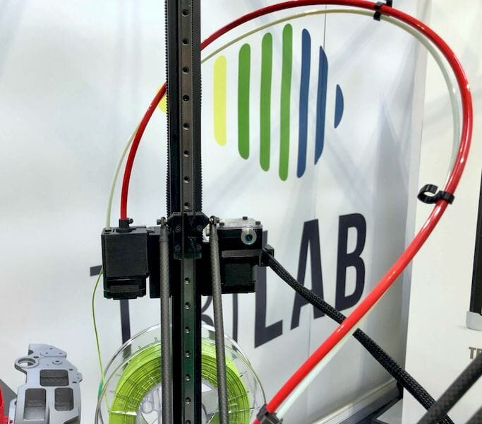 The TRILAB DeltiQ 2 includes a (red) drive cable to push power to the direct extruder[Source: Fabbaloo]