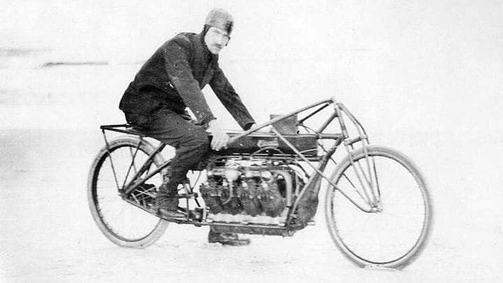 Glenn H. Curtiss riding a V8 motorcycle in 1907 [Source: Curtiss Motorcycles]