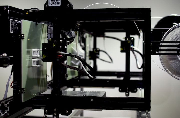 Part of the QPoD 3D continuous 3D printing system, with vertical print plates [Source: 3DQue]