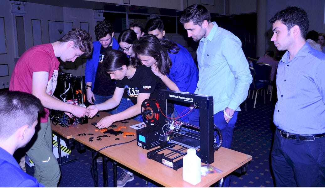 Students learning 3D printing hands on with the The 3DP Learning Management System
