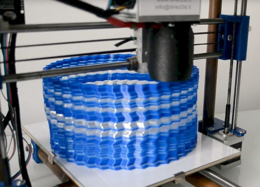 Mixing pellets in the Direct 3D Pellet Extruder's hopper results in multicolor prints