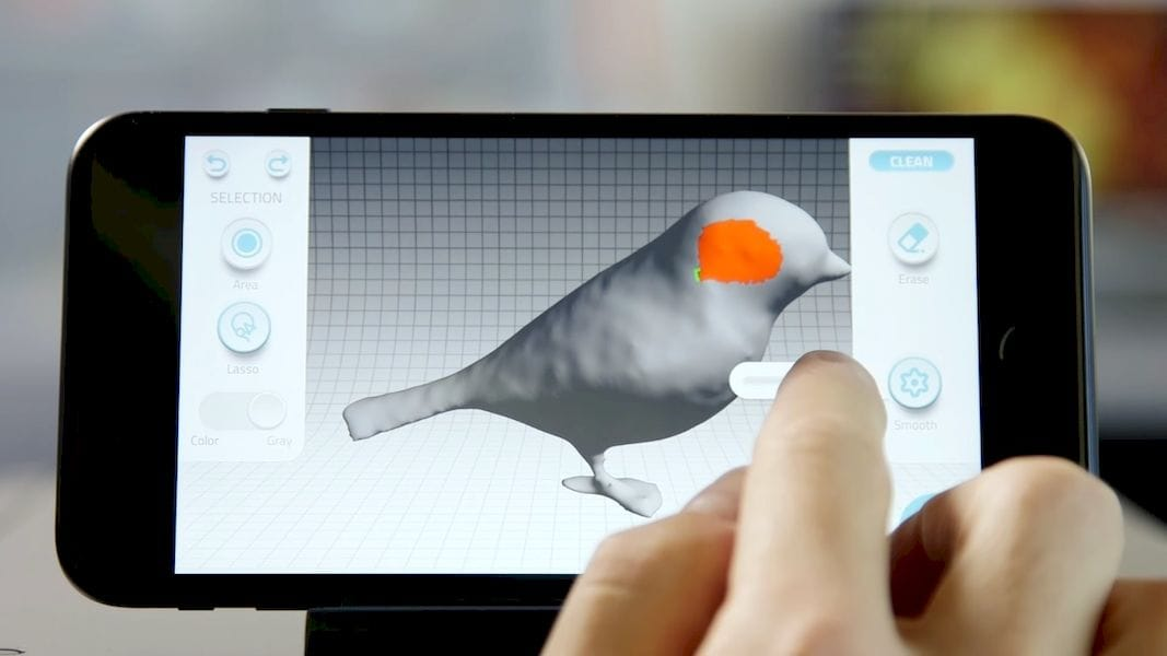 Tweaking a 3D scan with the Qlone mobile 3D scanning app