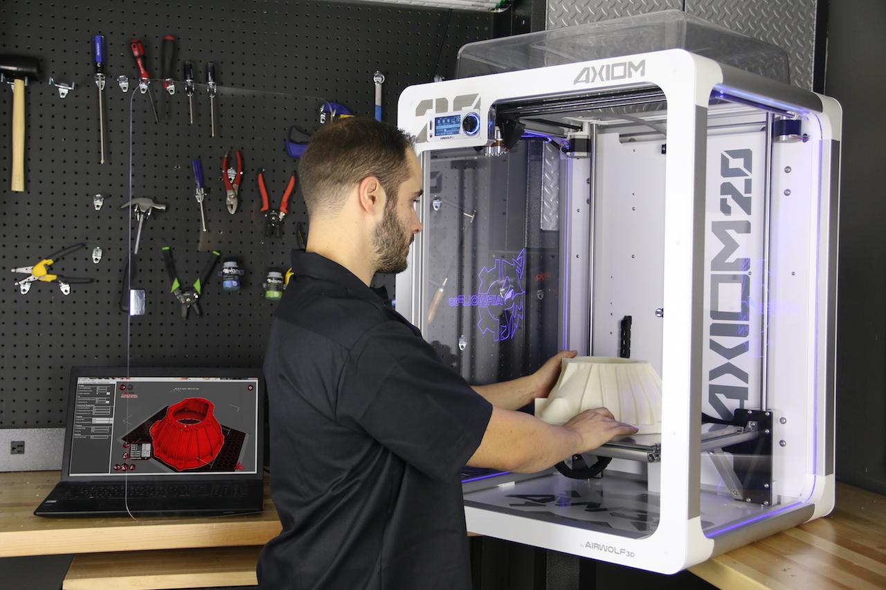 Using the massive AXIOM 20 desktop 3D printer