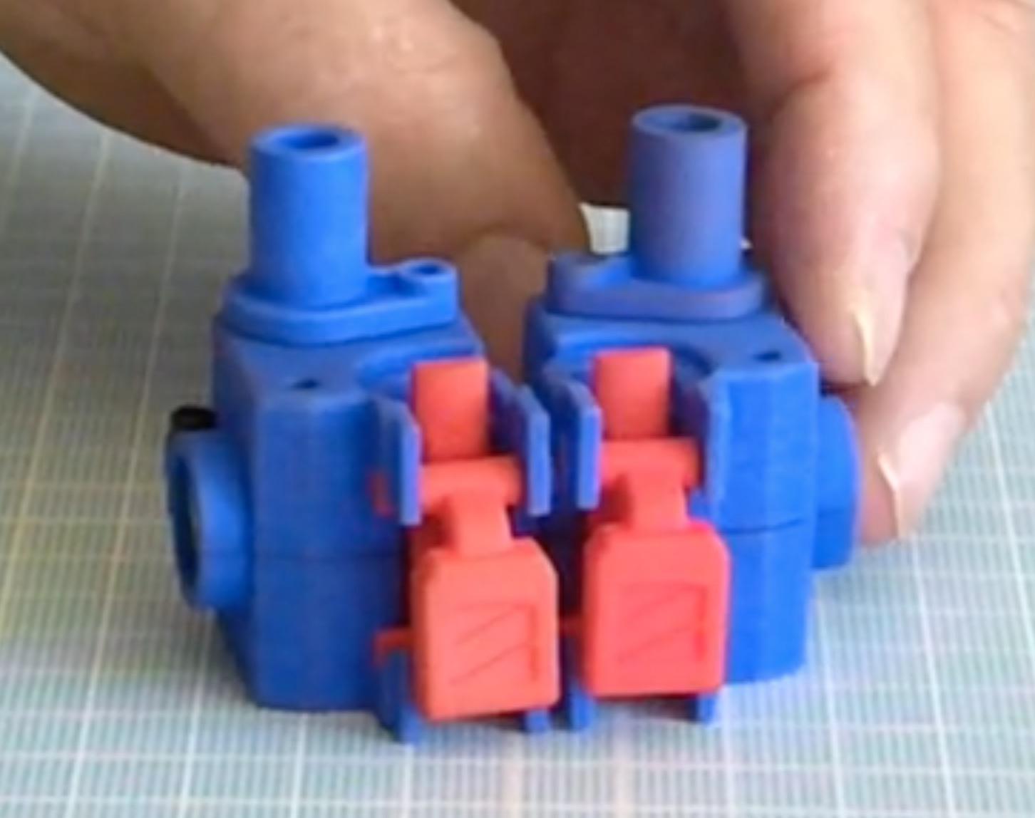 The Zesty Nimble 3D printer extruder is reversible