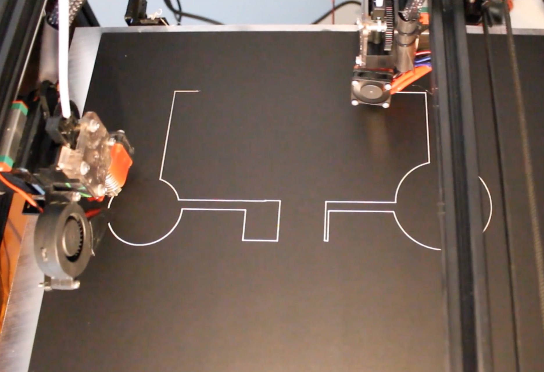 3D printing two items at once with the Modix Tango