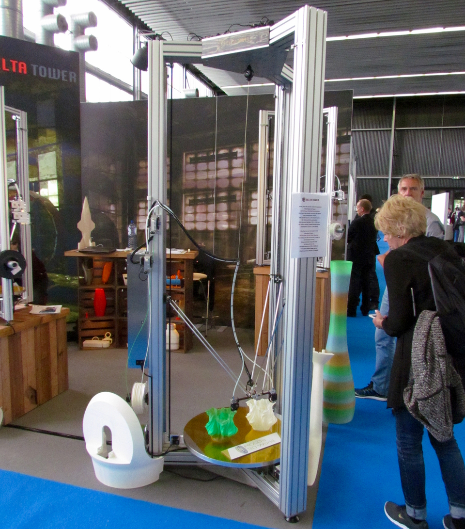 An enormously tall 3D printer from Deltatower