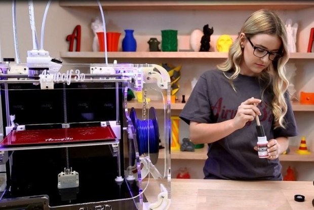 Two 3D Printer Liquid Adhesives You Can Buy