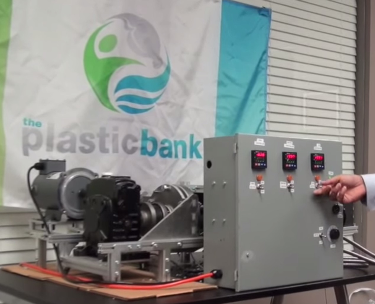 The Plasticbank Cleans Up Your Neighborhood