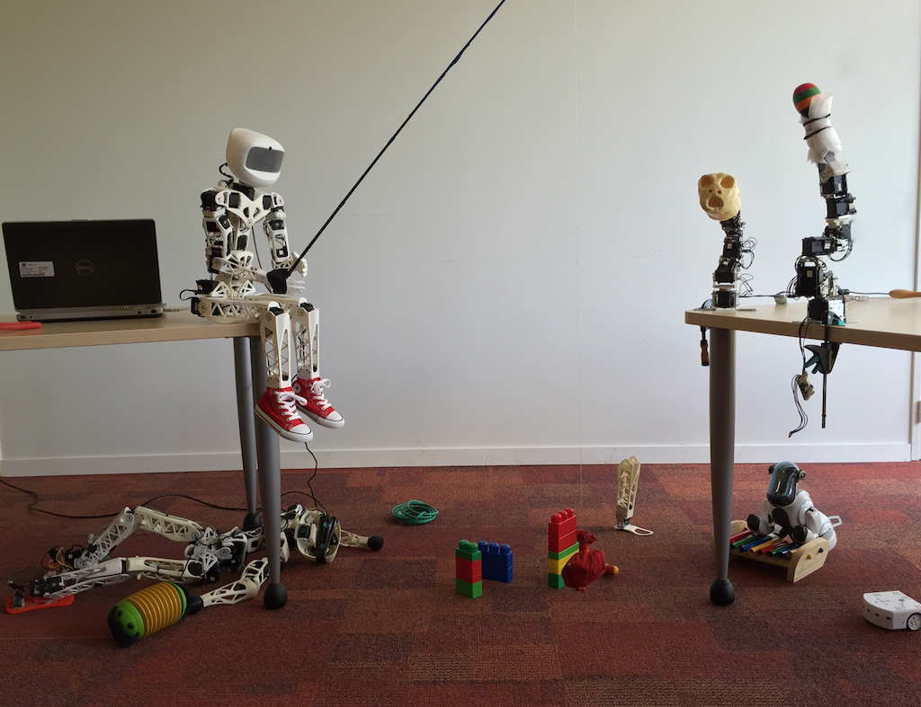 3D Printed Robots from The Poppy Project