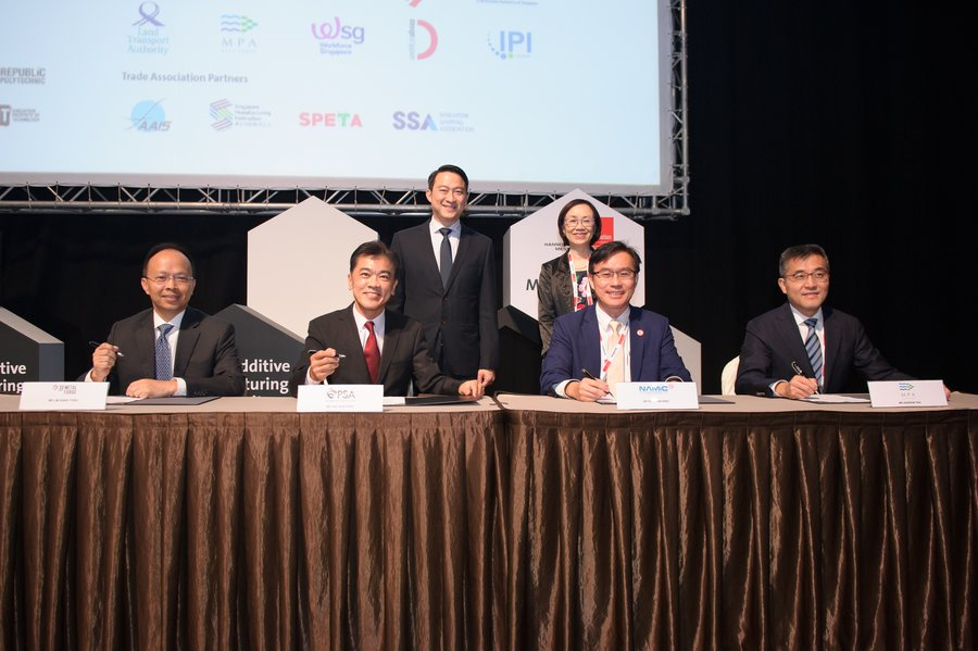 From left: Mr Lim Siang Yong, Chief Operating Officer of 3D MetalForge; Mr Ong Kim Pong, Regional CEO (South East Asia) from PSA; Dr Ho Chaw Sing from NAMIC; and Mr Andrew Tan, Chief Executive of MPA. Witnessing the signing ceremony behind the signatories are Dr Lam Pin Min, Senior Minister of State, Ministry of Transport and Ministry of Health; and Ms Choy Sauw Kook, Assistant Chief Executive and Director-General, Quality and Excellence, Enterprise Singapore. [Image: MPA]