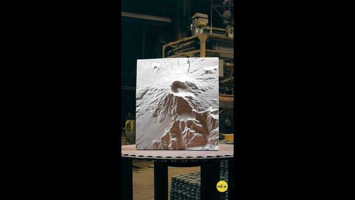 Final version of a CNC-produced 3D model of Mt. St. Helens [Source: SolidSmack]