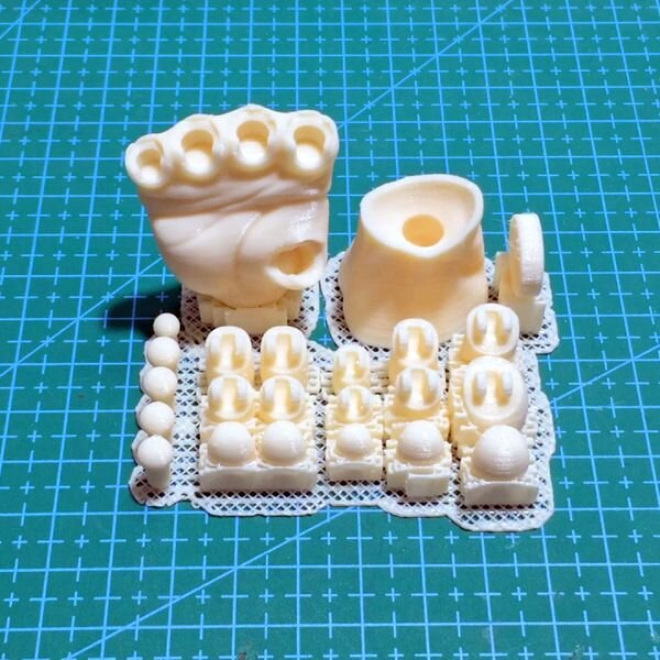Print configuration for the 3D printed Articulated Poseable Hand [Source: MyMiniFactory]